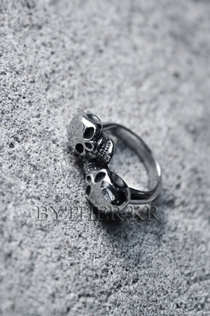 ByTheR Double Skull Ring