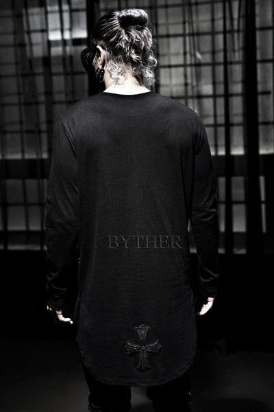 ByTheR Unbalance Round Hemline Cross T-shirts