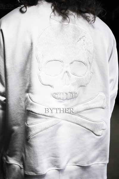 ByTheR Over-fit Skull Sweatshirts