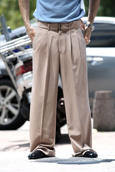Wide Belt Two-pin Tuck Slacks