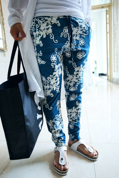 Floral pattern baggy training pants